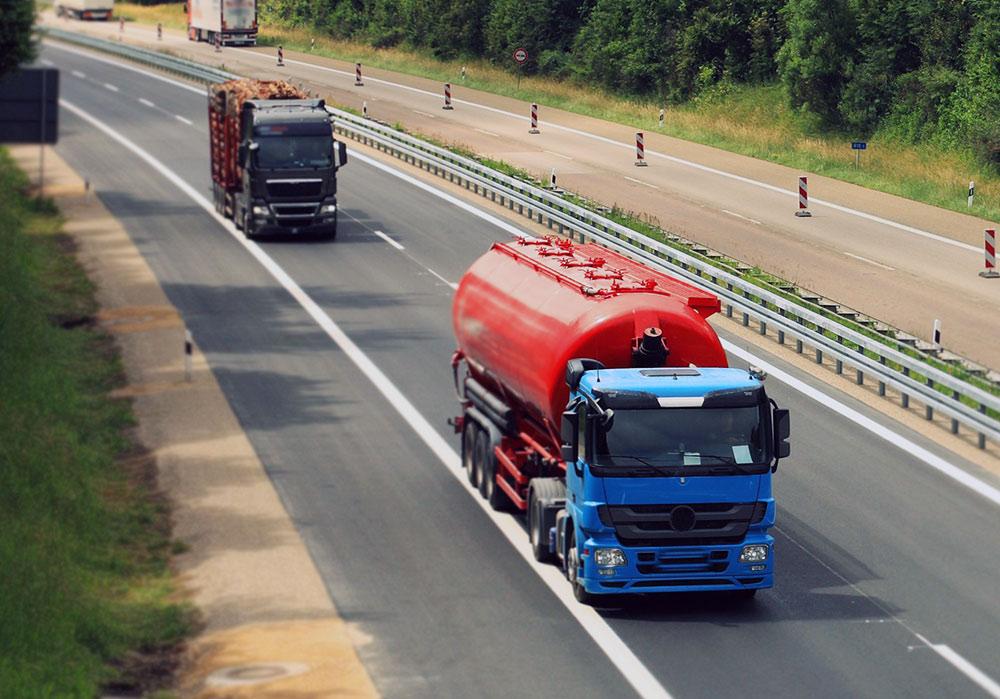 automezzi utilizzati per il trasporto rifiuti solidi e liquidi